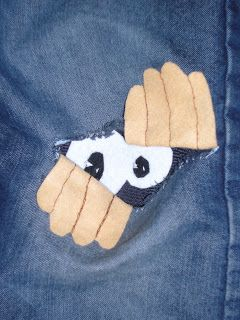 http://manualidadesmasfacil.blogspot.com.es/2012/04/reparando-pantalones.html