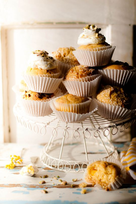 Corn and mango muffins with sesame seeds or with pistachio and pineapple heavy cream