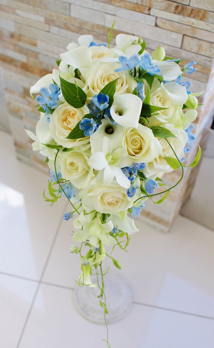74 best cascade crescent bouquets images on pinterest for Crescent bouquet