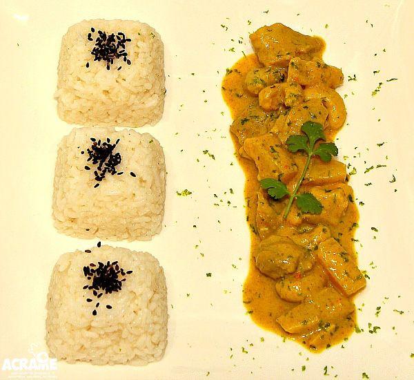 Pollo al curry con piña y anacardos