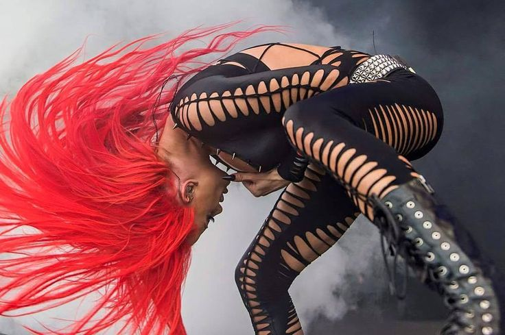 In the end I'll be the one who's killing me. Heidi Shepherd's headbanging hair... \m/(via Facebook - Butcher Babies)#heavymetal #groovemetal #thrashmetal #metalcore #butcherbabies #heidishepherd #headbang