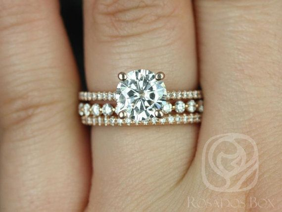This set is designed for those love the classics with a slight twist! This design is both feminine and sophisticated. The ring is design to be oh so