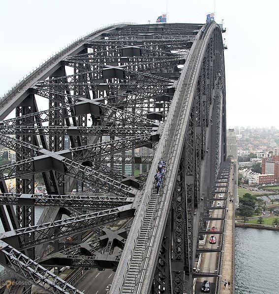 """Харбор-Бридж – #Австралия #Новый_Южный_Уэльс (#AU_NSW) И как не стыдно жителям Сиднея называть один из самых больших и впечатляющих арочных мостов мира """"вешалкой""""?! http://ru.esosedi.org/AU/NSW/1000110519/harbor_bridzh/"""