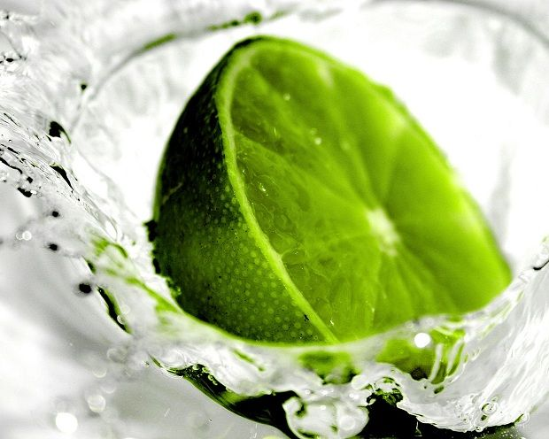 Şişkinlik ve Gaz İçin Bitkisel ÖnerilerŞişkinliğiniz, bağırsak gazınız varsa ve bu gazı çıkarmakta zorlanıyor iseniz aşağıdaki yöntemleri uygulayabilirsiniz. Sabah kalktığınızda aç karnına yarım bardak oda sıcaklığındaki taze su içerisine tam bir limonun suyunu sıkarak için (İçerisine başka hiçbir şey katmayın).