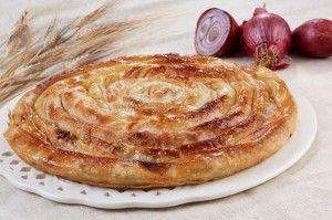 Torta a spirale di pasta fillo con carne e cipolla | Pan per focaccia