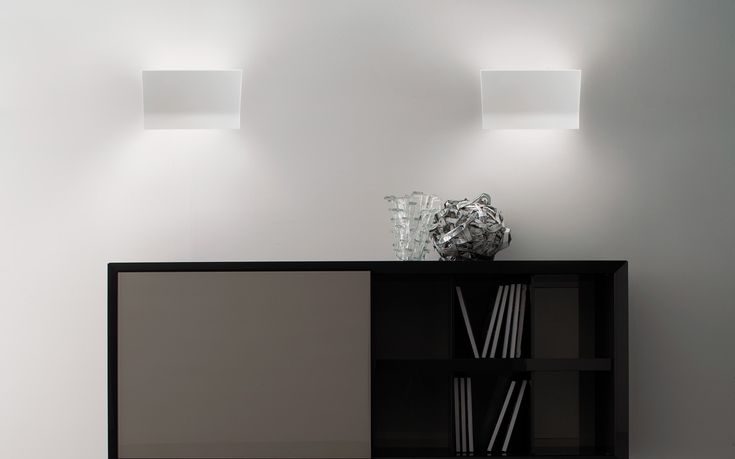 Wing PA260 by Morosini. Architectural, indirect-light wall lamp. Its fluorescent light source, releases soft light streams.