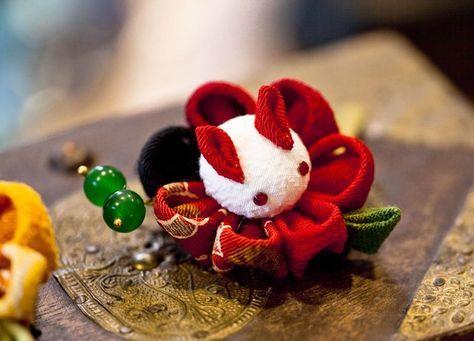 ハンドメイドクリップ髪飾り★ウサギ&花 赤★卒業式七五三浴衣和装