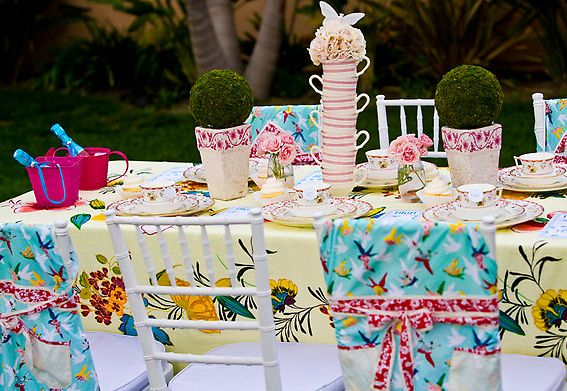 Mix fabric patterns and colors to give a cheerful impression!