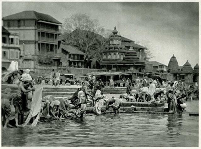 Pilgrims at Bathing Place on the Sacred Godavari River, Nashik, Maharashtra - India 1928 - Old Indian Photos
