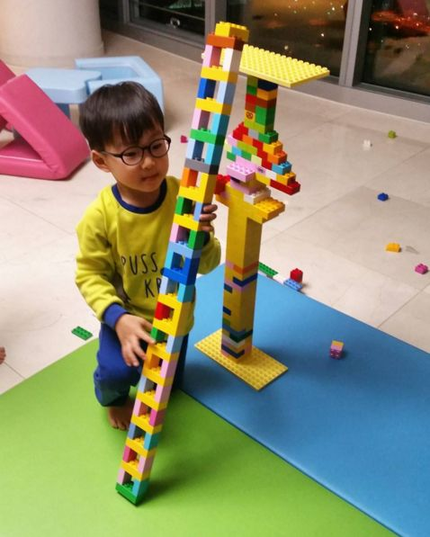 Song Il Gook Shares Photos and Video of Daehan's Imaginative Block Creations on…