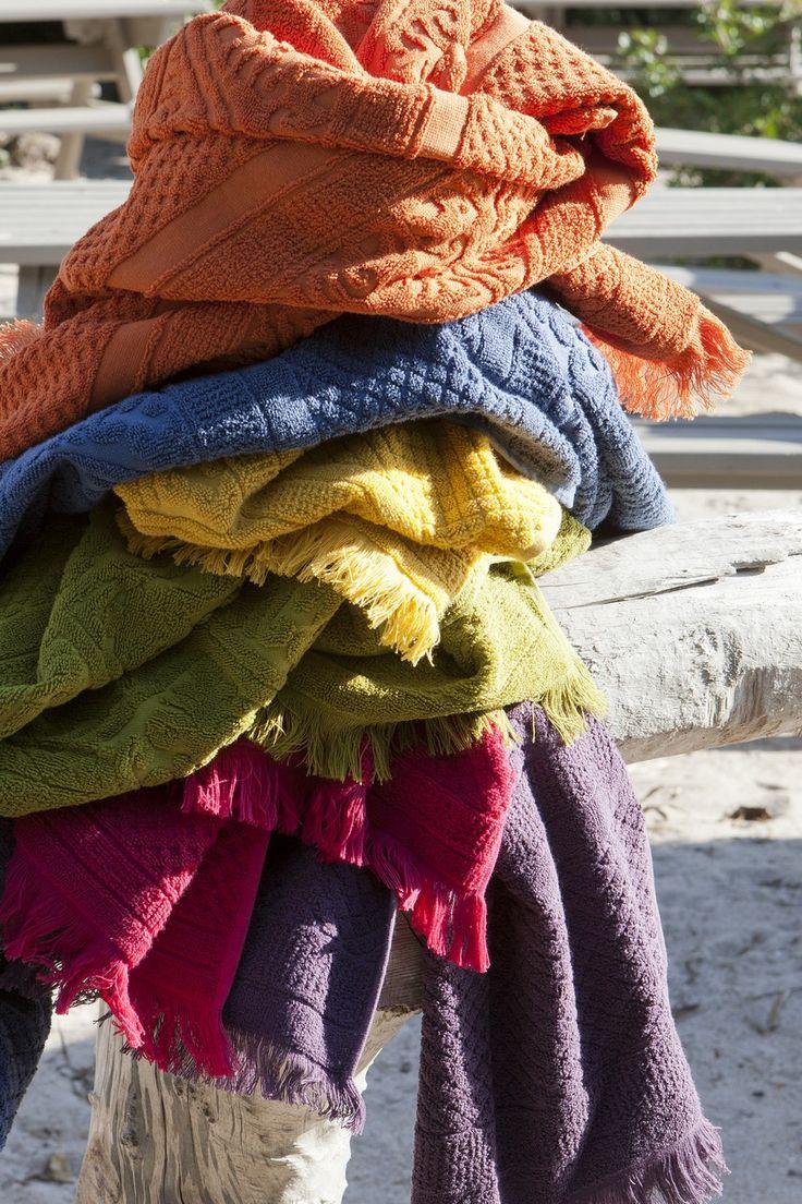 VIVARAISE vous présente la collection linge de bain ZOE avec ses différents draps et serviettes de bain à la finiton frangée, pour vous acceuillir en douceur après votre toilette. Caractériques techniques : Matière : 100% coton Dimensions : 100 x 180 cm http://www.ma-deco-interieure.fr/nos-produits/toutes-les-marques-representees-par-ma-deco-interieure-presse-citron-ichendorf-hurbz-serax-iosis/vivaraise/decoration/1905-zoe-drap-de-bain