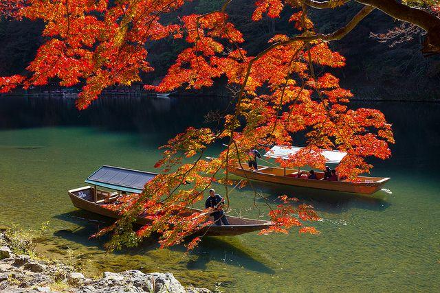 "taarik7: ""大堰川 - 嵐山の屋形船 / Arashiyama in Autumn by Active-U on Flickr. """