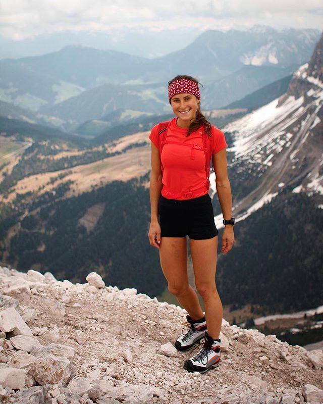 Pin by Sabrina Doumen on Running | Hiking women, Wander woman, Hiking girl