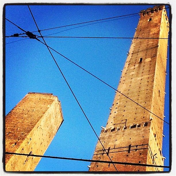 Bologna, Asinelli & Garisenda Towers - Instagram by @dig79