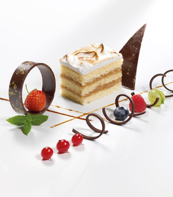 Sponge Cake Layered with Baileys Cream | Kochrezepte ...