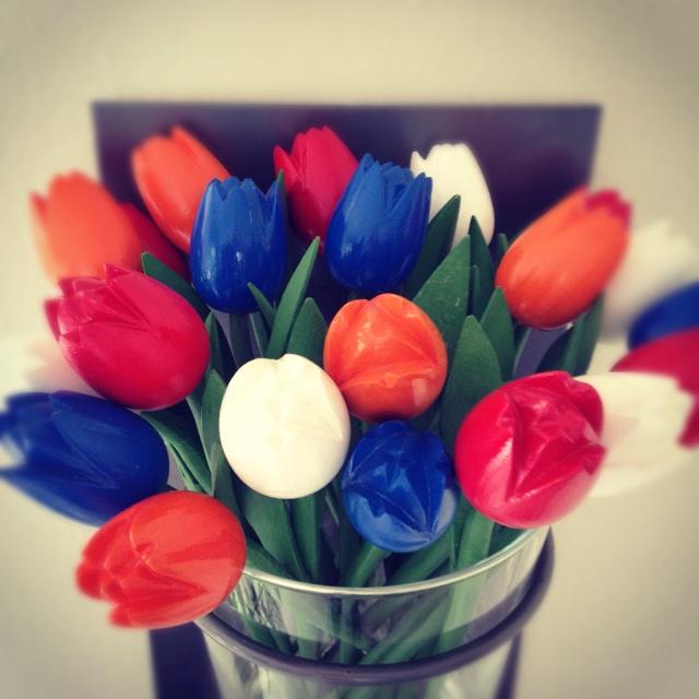 Koningsdag tulpen   Meer ideeën: http://www.jouwwoonidee.nl/koninginnedag-knutselen/