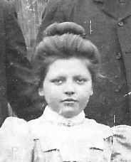 Soetje van Bezeij-Molengraaf.                          Geboren op 2 mei 1889 te Zevenbergen. Overleden 12 februari 1979 te Oud-Beijerland