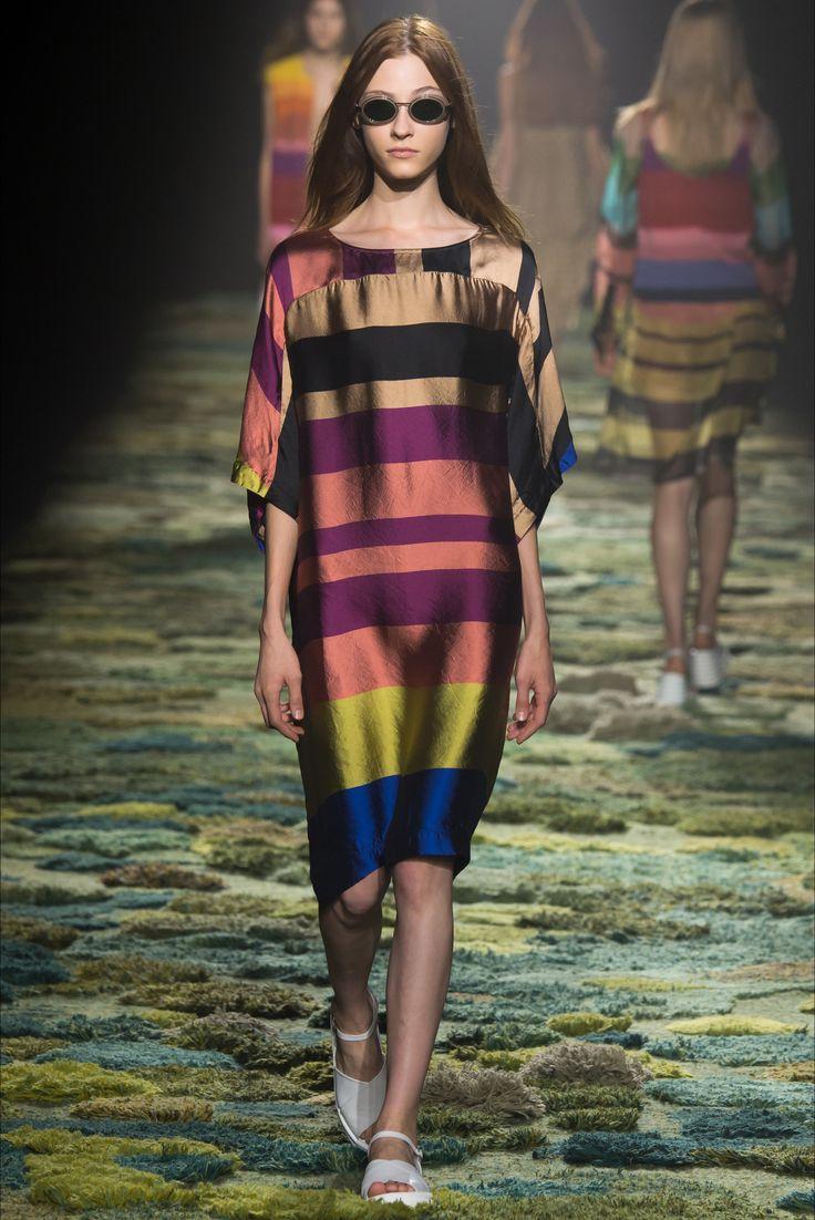 Dries Van Noten - Spring Summer 2015 Ready-To-Wear - Shows - Vogue.it