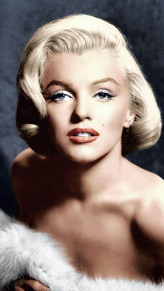 Es routine que la mayor parte de las personas se acuerden de Marilyn Monroe por…