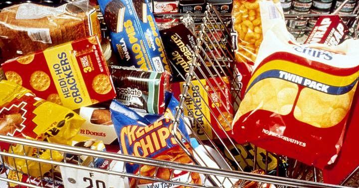 Tan apreciado por la industria como denostado por los nutricionistas, el aceite de palma está en boca de todos. Éstos son los motivos para mantenerlo lejos de tu estómago.