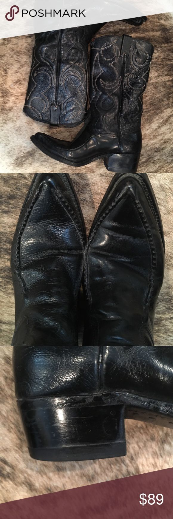 """Cowboy boots , genuine leather 7.5D Unbranded but quality comparable to Toni Lama!   Look at the unusual stitching detail on the toe. , the stitching on the shaft is blue and cream but very subtle. these are 7 1/2 D but will fit like a 8 1/2 to 9 women's depending on width of your foot. Sole intact Leather soft and pliable nice 1 1/2"""" heel,  a good everyday walking boot😁Shaft height is 13"""" , heel to toe measured 11 1/4"""". Width at ball of foot  measures 3 3/4"""". Compare to your own boots for…"""