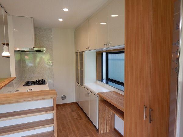 キッチンを交換してリビングダイニングをリフォーム キッチン背面収納は20年前のものを再利用ですがピカピカです 2020 リビング リフォーム リフォーム キッチン 背面収納