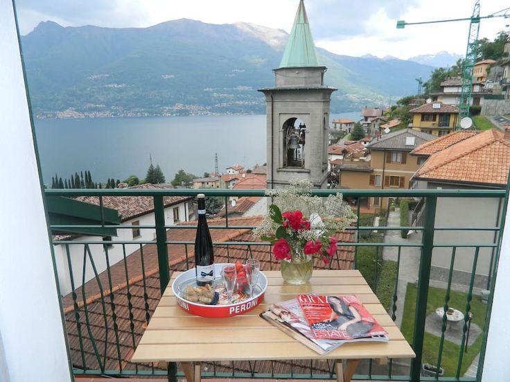Entire home/apt in Bellano, IT. Casa indipendente (90 mq) in zona tranquilla disposta su 3 piani, con due terrazzi: uno più ampio al piano terra con tavolo, sedie e sdraio mentre uno panoramico al secondo piano con vista sul lago di Como e sulle montagne circostanti. La casa è c...