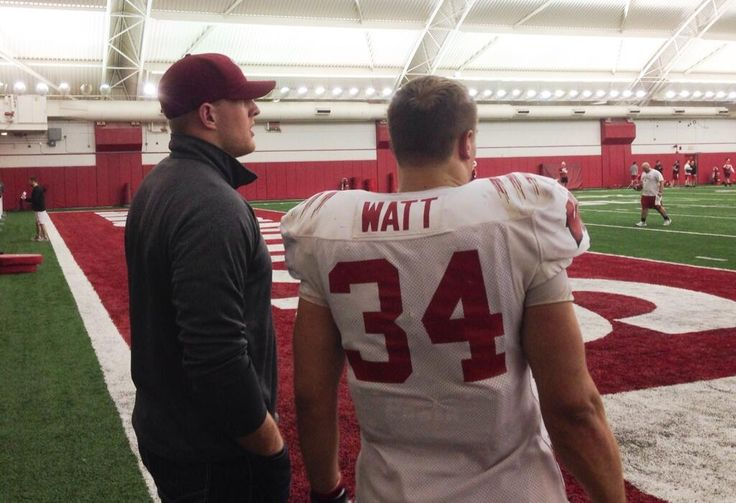 Family affair at #Badgers practice today for @Jauclynn Owens and @DerekWatt34 pic.twitter.com/8hmurj06H1