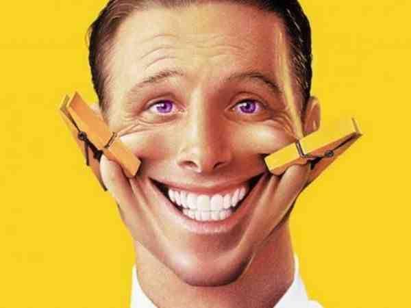 الضحك هو أبعد من أذهاننا عندما لا تسير الأمور جيدا، فنستهلك أنفسنا في الحزن والبكاء والغضب. ويتساءل الكثير منا ما إذا كنا سوف نلتقط استراحة من كل شيء بما فيها الحزن، ولكن بعد أن نسمع أحدهم يضحك أو بمجرد سماع نكتة فإن الأمر يجعلنا نضحك فجأة، أو تظهر ابتسامة أو ضحكة مكتومة منا.