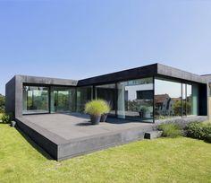 Moderner Kontrast, Beton Haus mit verspiegeltem Glas♥