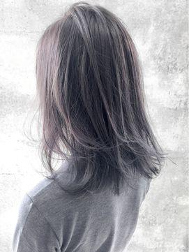 かぶりがちなミディアムヘアは ネイビーで周りとぐっと差がつく...|MERY [メリー]