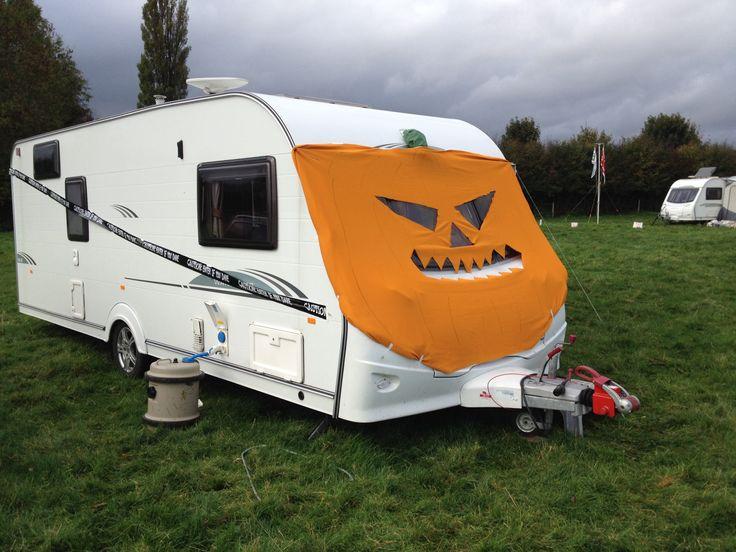 les 9 meilleures images du tableau caravanes d 39 halloween sur pinterest caravanes caravane et. Black Bedroom Furniture Sets. Home Design Ideas