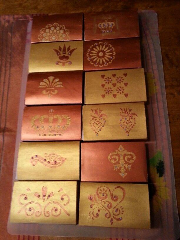 Große Streichholz Schachteln mit Gonis Glanzcreme und Deko Pointer.