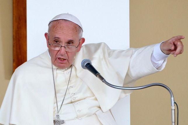 Ferenc pápa: átkozottak! - http://hjb.hu/ferenc-papa-atkozottak.html/