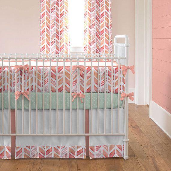 Literie lit bébé fille : Chevrons aquarelle par CarouselDesignsShop