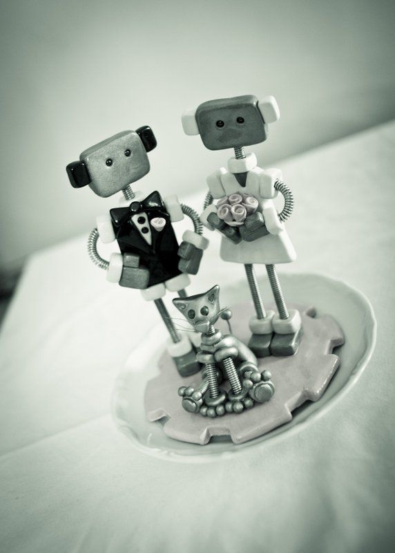 Our adorable Cake Topper. Made by Robots are Awesome. Photo: Alison De Mars von Blixen