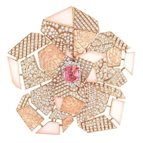 Брошь Sunset. Белое и розовое золото, сапфир падпараджа, бриллианты и розовые опалы.