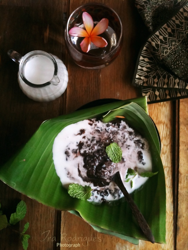 beautiful photography: black rice pudding in banana leaf w/coconut milk
