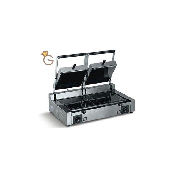 PiastraPVL2  Struttura in acciaio inox Piano di cottura in vetroceramica Ideali quando la messain temperatura da freddo diventa priorità Dimensioni : 70 x 49 x 17 cm Dimensioni piastra inferiore : 2x(29 x 29) cm Potenz W : 3000 Alimentazione Hz : 50 Voltaggio : 230 V Peso : 18 Kg