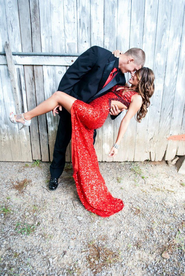 If I go to prom with my boyfriend next year, I'm totally doing this. #PerfectPicture #PeachesBoutique #Prom2015