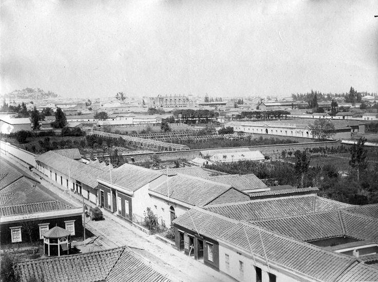 Panorámica de la ciudad de Santiago con la Catedral en construcción 1890.