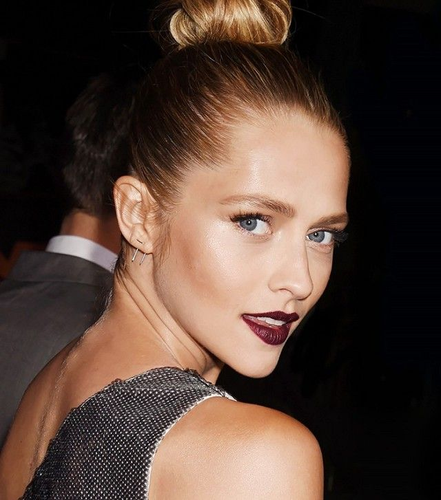 Loving the way that Teresa Palmer's bronzed skin complements her dark-red lip color.