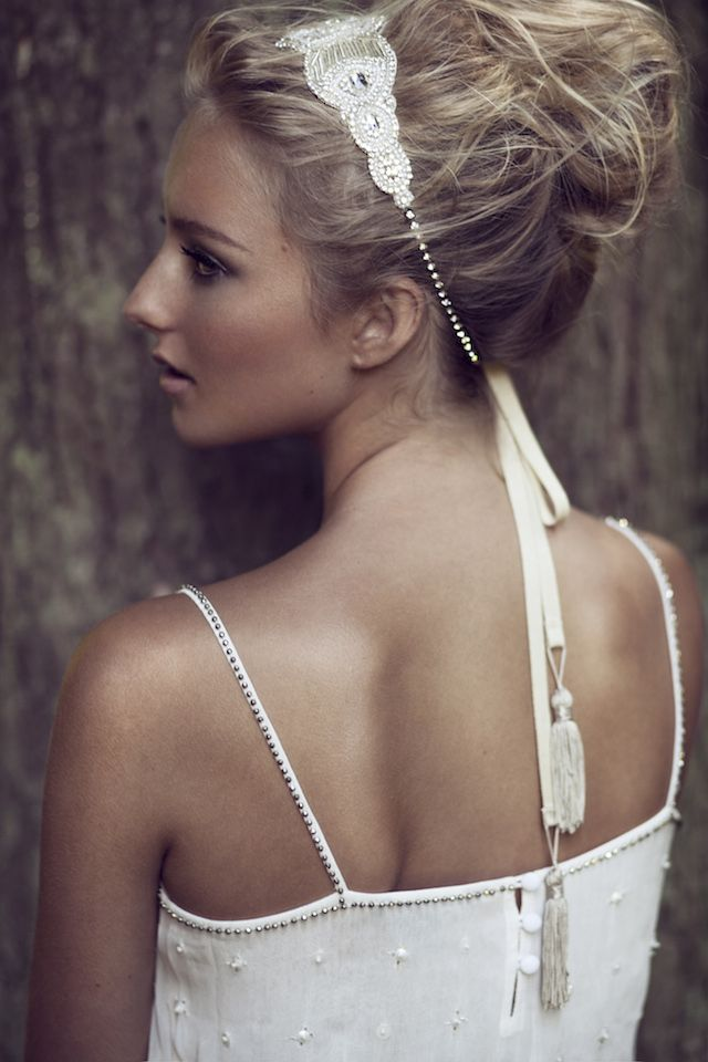 Wedding headband by Olivia | see more on: http://burnettsboards.com/2015/03/olivias-label-wolf/