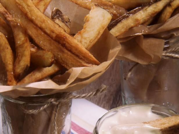 Crispy French Fries with Mayonnaise Dip