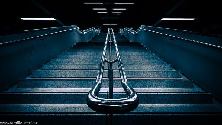 Treppe in der U-Bahn -Station Olympia - Einkaufszentrum