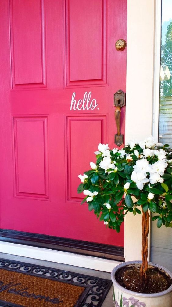 How's your front door looking?  Maybe it's time for a quick, inexpensive re-do as there's nothing like a spectacular door color to grab attention.  And to literally welcome your guests, how about writing on your door? For more, please read decorbook.com