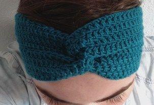 Leuk en makkelijk model voor een hoofdband. Patroon staat op de blog.