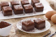 La torta magica al cacao è la versione al cioccolato della classica torta magica alla vaniglia; tre strati diversi per un dolce al cioccolato unico.