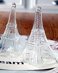 Paryż - solniczka i pieprzniczka w kształcie Wieży Eiffla / salt- and pepper-shaker in shape of Eiffel Tower, Paris