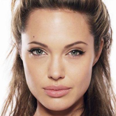 Wat maakt een vrouw aantrekkelijk?  Zijn het de volle lippen of juist de hoge jukbeenderen. de vijf kenmerken van een aantrekkelijk vrouw nader bekeken. Hoe aantrekkelijk ben jij?